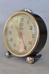 Часы-будильник Мир механические производства СССР 1962 года выпуска