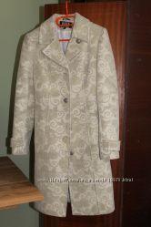 Демісезонне пальто у подарунок ще одне