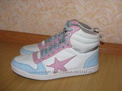 Кроссовки кросівки 38р по вст 25 см в хорошому стані