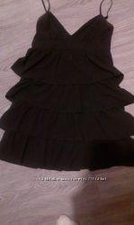 Классное черное платье на тонких бретелях фирмы Ostin