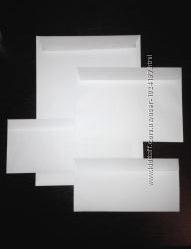 Конверты почтовые белые.