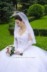 Шикарное платье в подарок перчатки и бижутерия цена снижена