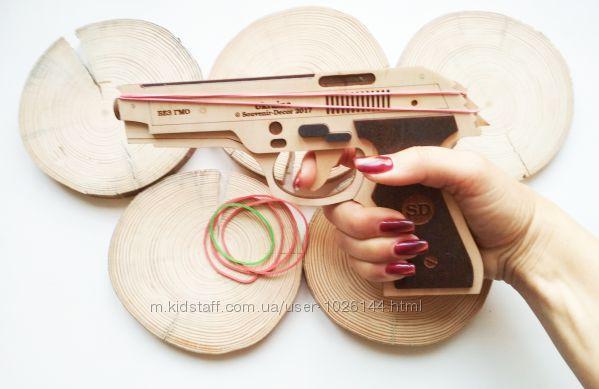 Оружие Беретта из дерева для коллекции