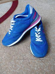 Кроссовки на ногу 24см