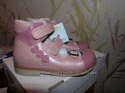 Продаю ортопедические летние туфли для девочки