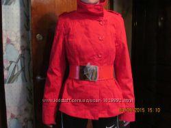 Куртка-пиджак насыщенного красного цвета
