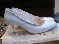 Туфли белые нарядные свадебные