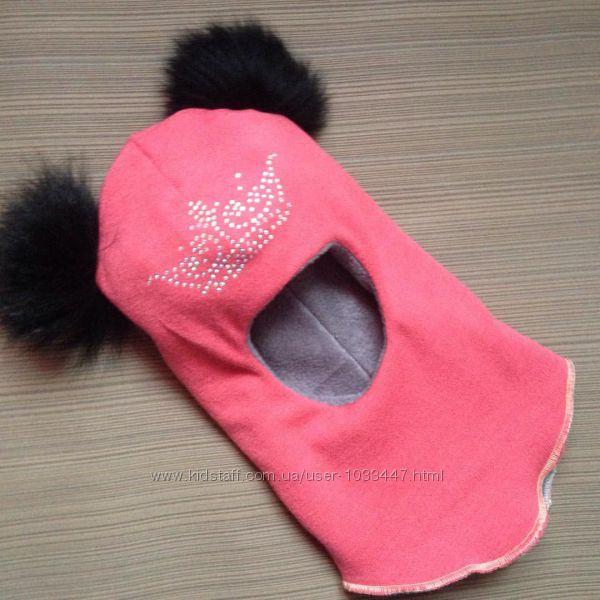 Красивые шапки-шлемы с помпонами