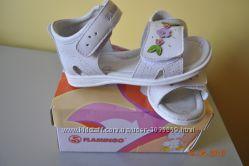Босоножки белые кожаные 26 р, босоніжки білі сандалии FLAMINGO