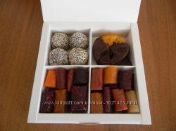 Пастила, апельсины в шоколаде, конфеты с чорносливом
