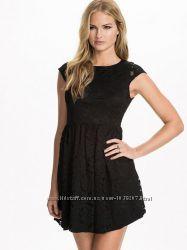 Романтичное черное платье с ажурной сеткой