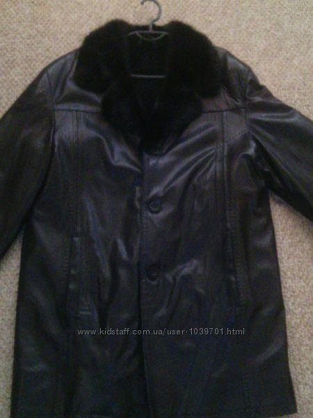Мужское пальто с воротником из норки.