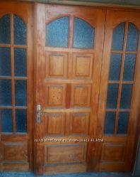 Деревянная входная дверь со стеклом