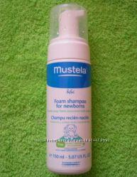 Пенка-шампунь Mustela от себорейных корочек