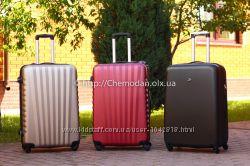 Чемодан пластиковый на 4 колесах Качественный Польша Дорожня валіза Киев