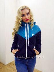 Ветровка куртка на флисе женская Nike Разные цвета Жіноча куртка спортивна