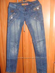 Продам джинсы размер26