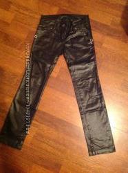 Черные блестящие брюки Puledro с пайетками
