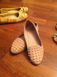 Туфельки ZARA бежевого цвета с шипами размер 32