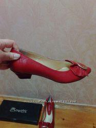 Продам кожаные женские туфли