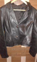 Шкіряна коротка курточка