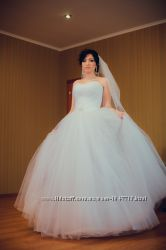 Шикарное свадебное платье  ПРОКАТ