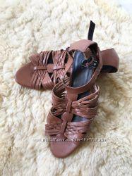 Кожаные босоножки сандалии обуты 1 раз