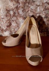 Продам туфельки лаковые-телесного цвета с открытым носком
