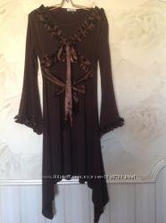 Платье шоколадного цвета с атласными оборками, размер 50.
