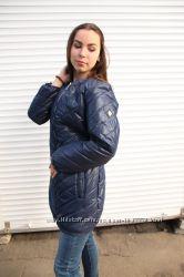 Стеганная курточка с трикотажным шарфом-хомутом