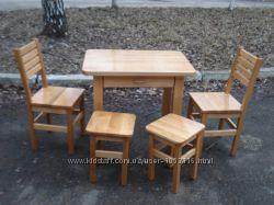 Кухонний стіл з шухлядою  2 стільця  2 табурети. Матеріал Вільха.
