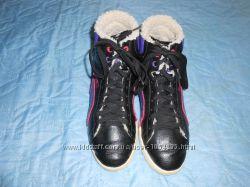 Ботиночки спортивные утепленные по стельке 23, 5 см.