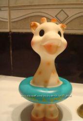 Жирафа Софи в спасательном круге , Игрушка для купания Vulli