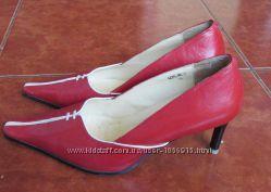 Кожанные туфли красные с белой отделкой