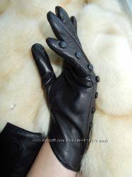 Короткие асимметричные кожаные перчатки с пуговками