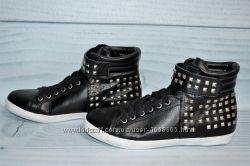 Стильные ботинки высокие Duffy с заклепками 39р 25см