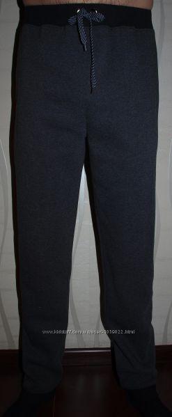 Утепленные мужские спортивные штаны .