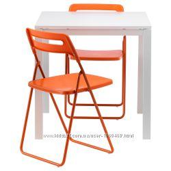 Ikea Икеа МЕЛЬТОРП НИССЕ Стол и 2 складных стула, белый, оранжевый