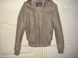 Стильная куртка из кожзама деми