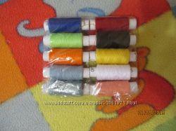 Набор ниток из 10 разноцветных катушек. 20грн.