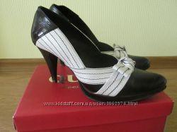 Кожаные туфли на каблуке, р. 37, стелька 23, 5 см.
