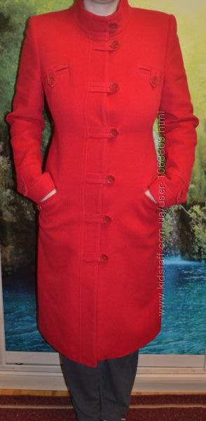 Красное женское пальто новое