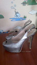 Крутые серебристые босоножки-туфли 38р