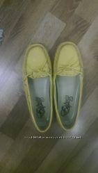 Желтые мокасины