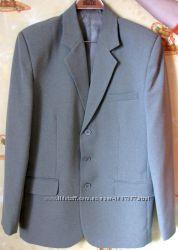 Пиджак 48р оливковый цвет.