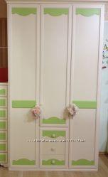 Шкаф 3 х дверный с ящиками произ-во Италия