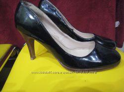 Туфли черные лаковые New Look 39р.