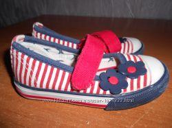 много обуви девочке