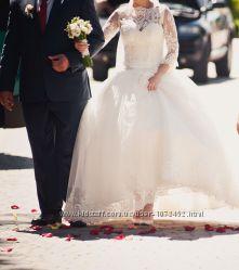 Шикарна весільна сукня, шита під замовлення