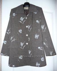 Костюм с прямой юбкой и пиджаком размер 44
